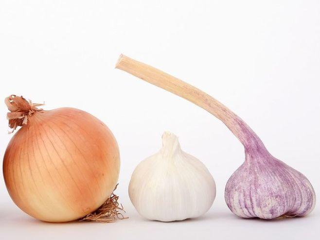 Чем полезны лук и чеснок