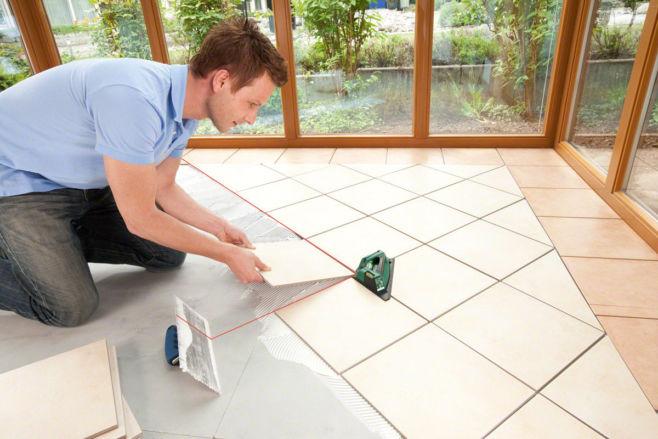 Как уложить плитку на пол самостоятельно