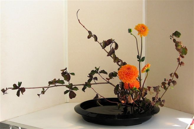 Как сделать икебану из цветов