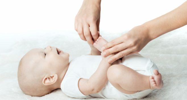 Как делать массаж новорожденным